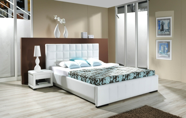 schlafzimmer einrichtungsideen polsterbett weiß wandfarbe beige