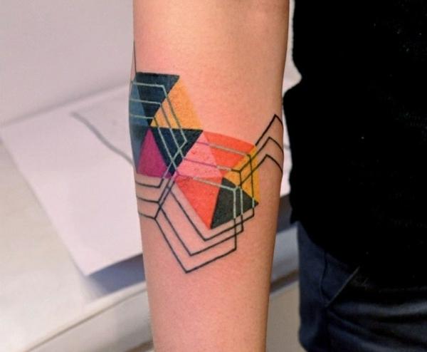 tattoo farbe arm tattoo geometrisches muster