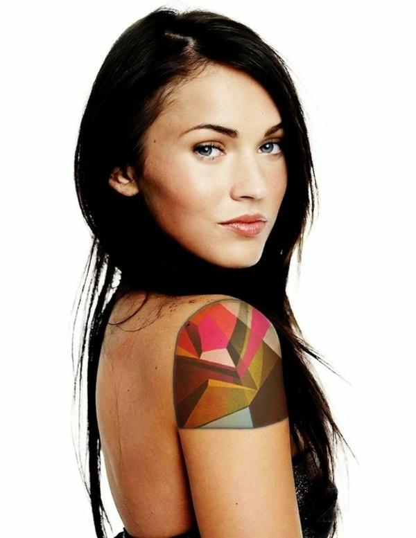 tattoo farbe farbiger geometrischer tattoo