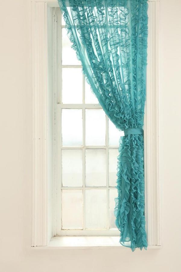 wohnzimmer beige türkis:Transparente türkisfarbene Gardinen