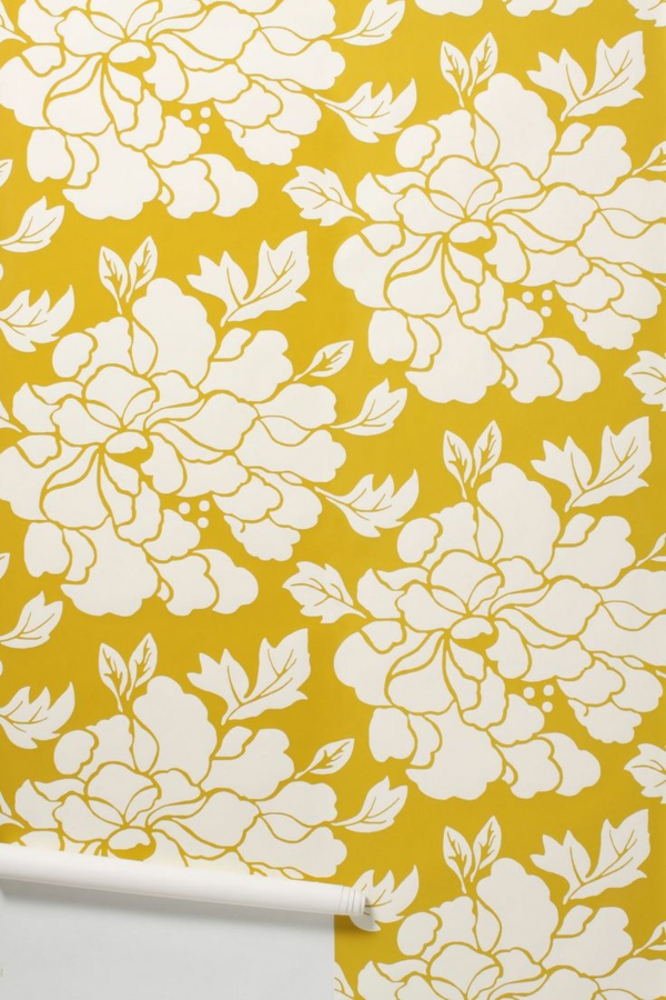 wände tapezieren gelbe tapete mustertapete blumenmuster wohnzimmer wandgestaltung