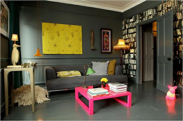 wandfarbe grau einrichtung wohnzimmer couchtisch holz pink