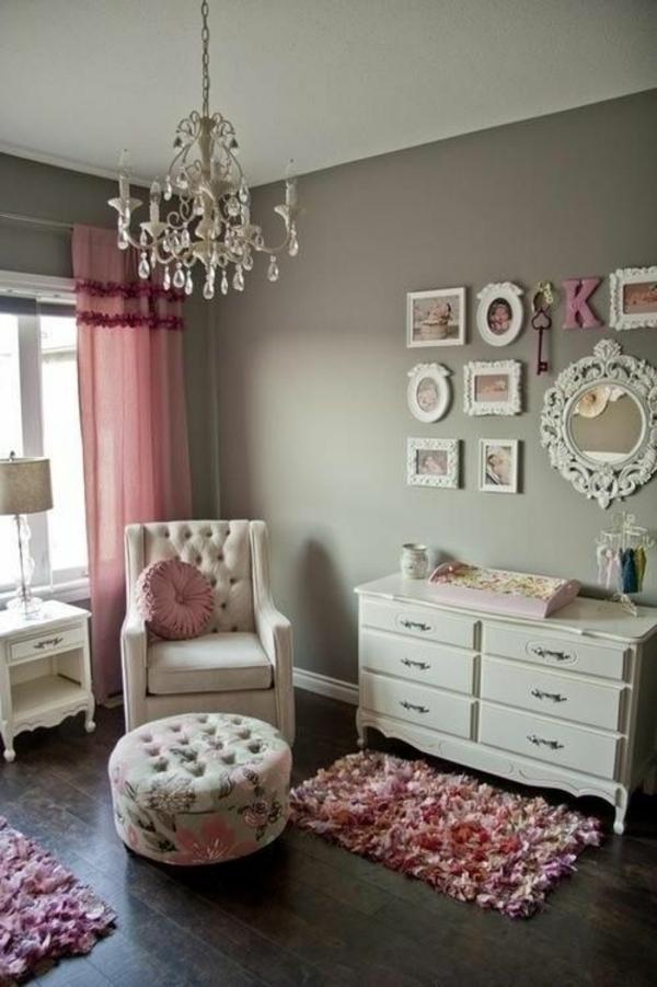 wandfarbe hellgrau gardinen rosa kommode polstermöbel