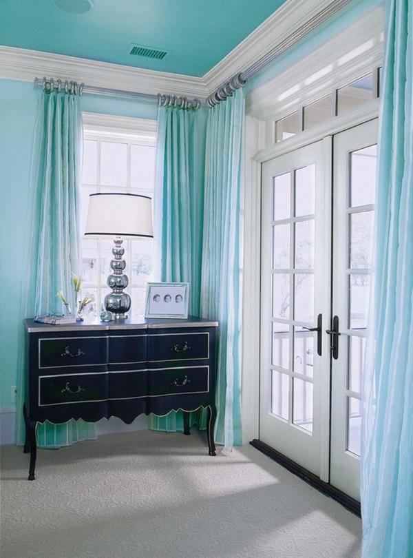 wandfarbe mintgrün türkis vorhänge antik kommode holz