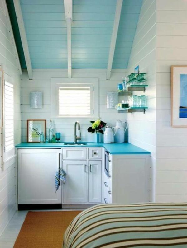 wandfarbe weiß deckenfarbe hellblau küche gestalten