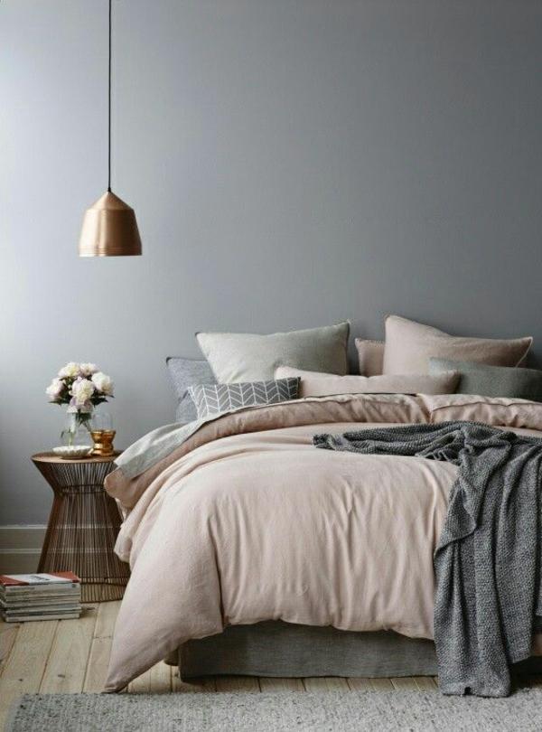 Hell Beige Wände streichen ideen für Schlafzimmer mit Dachschräge