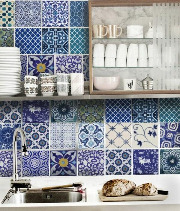 wandfliesen küche fliesenspiegel rückwand küche muster blau