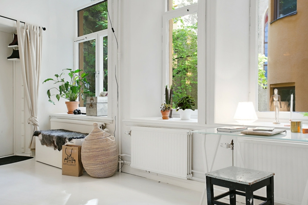 wohnung skandinavisch einrichten häusliches arbeitszimmer fensterbank zimmerpflanzen