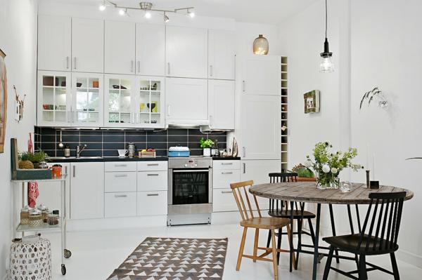 wohnung skandinavisch einrichten küche esszimmer holz esstisch mit stühlen
