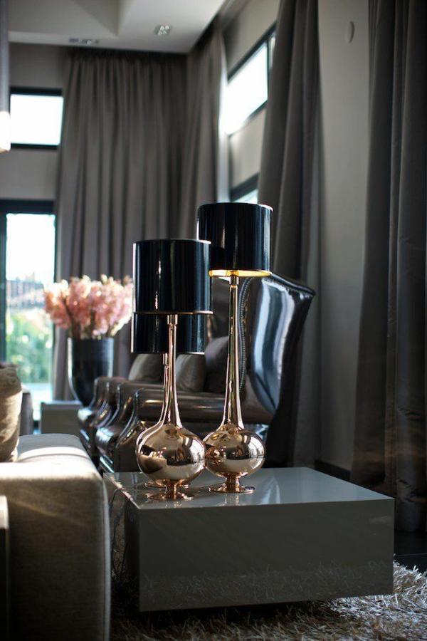 wohnzimmer modern einrichten moderne vorhänge dunkel designer möbel stehlampen