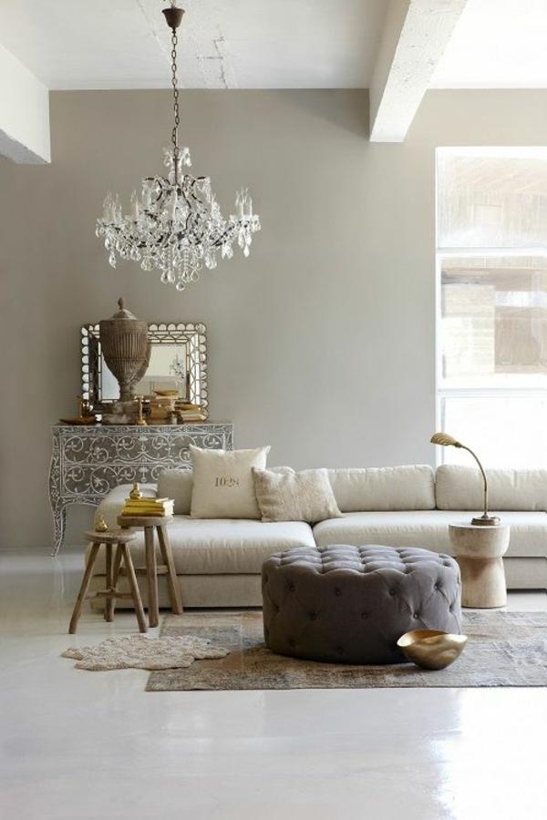 wohnzimmer wandfarbe hellgrau kommode polstermöbel kronleuchter