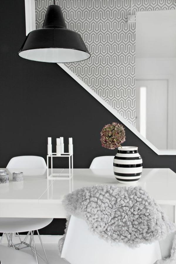 wohnzimmer wandgestaltung ideen wandfarbe tapetenmuster schwarz weiß farbideen