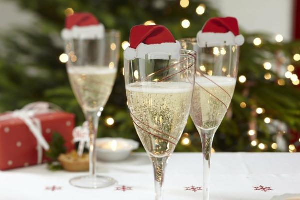 Bastelidee für Weihnachten Moderne Weihnachtsdeko sekt mützen