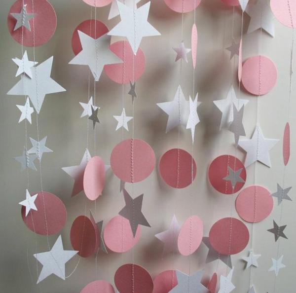 Bastelideen sterne kugel tupfen Papier rosa weiß girlanden