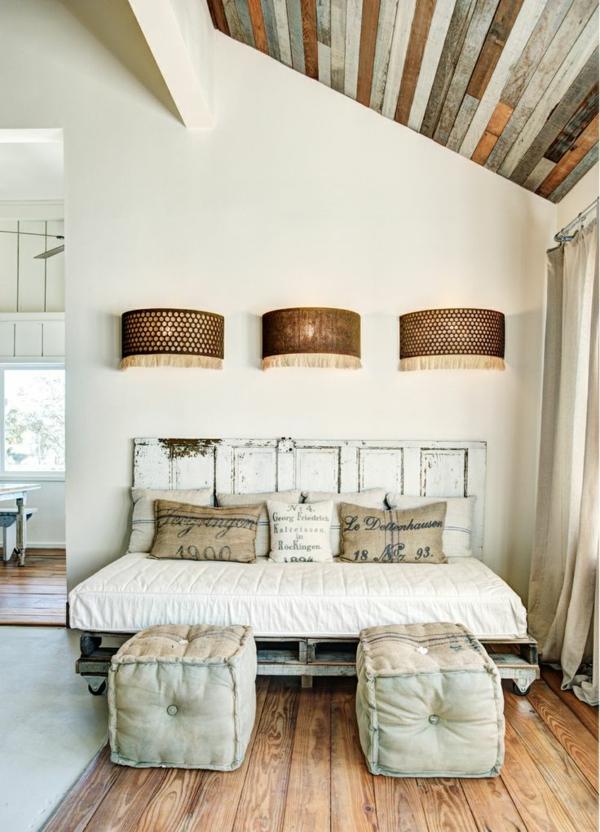 DIY Betten aus Holzpaletten dachgeschoss loft wohnung