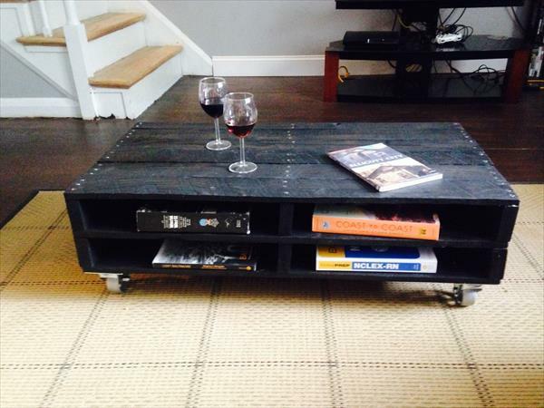 schwarz rollen Möbel aus alten Paletten bemalt regale bücher