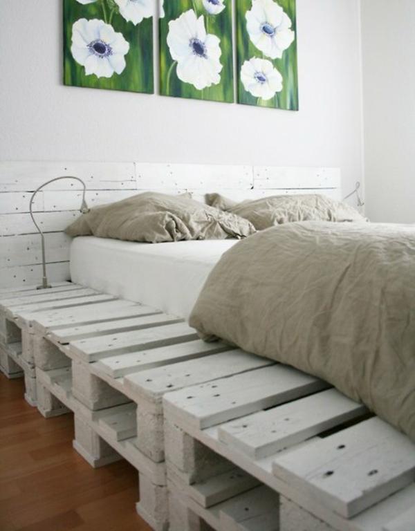 basteln Möbel aus alten Paletten bett gestell weiß