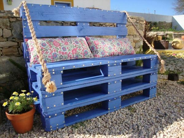 DIY Möbel aus alten Paletten gartenbank blau