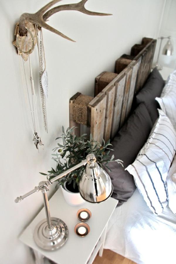 dekoartikel wand Möbel aus alten Paletten kopfteil schlafzimmer
