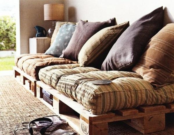 DIY-Möbel-aus-alten-Paletten-sofa-auflagen-kissen