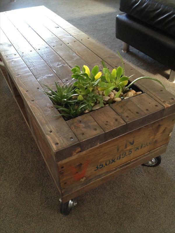 wohnzimmer paletten:Pallet Planter Coffee Table
