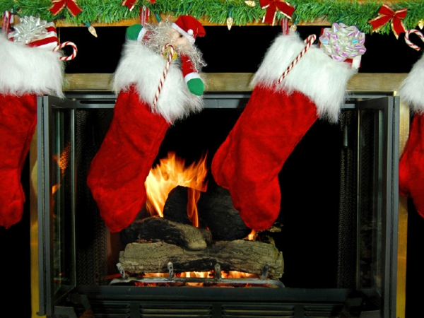 feuer Girlanden zu Weihnachten kamin