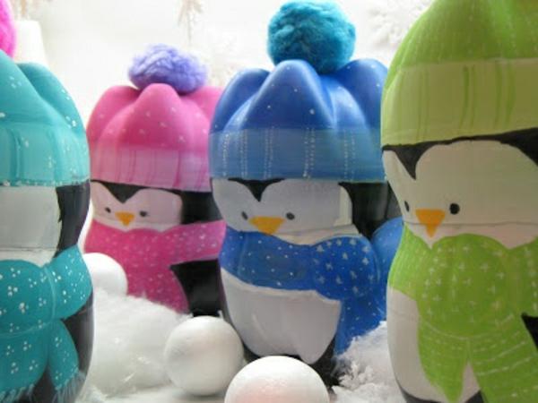 Flaschendeko zu Weihnachten spray pinguin wintermützen