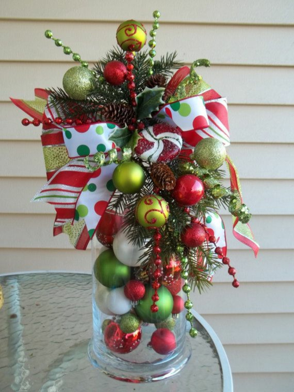 Neue Weihnachtsgestecke selber machen grün ball