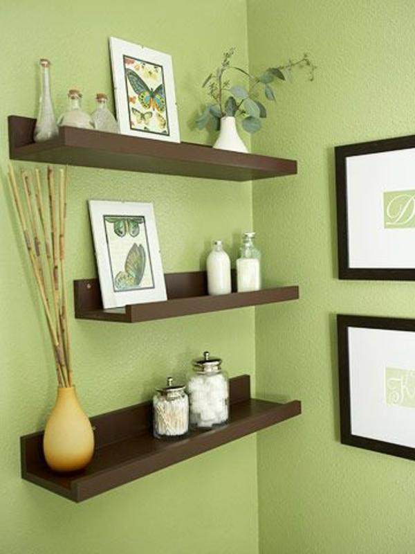 Tolle Wandregale in Braun dekorativ grün