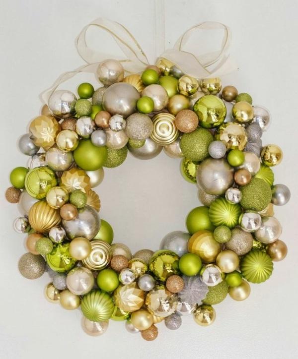 adventskränze weihnachtskugeln adventskranz ideen