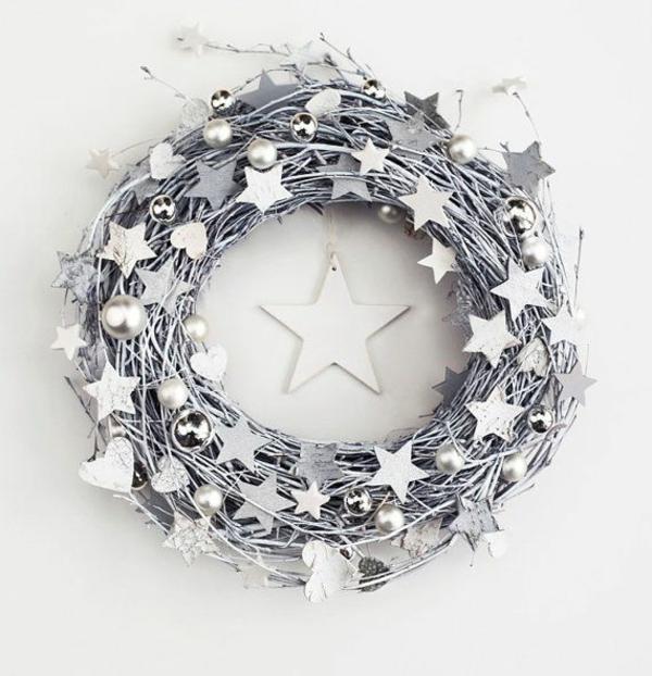 1001 adventskranz ideen und bilder f r ihre weihnachtsdeko for Weihnachtsdeko silber
