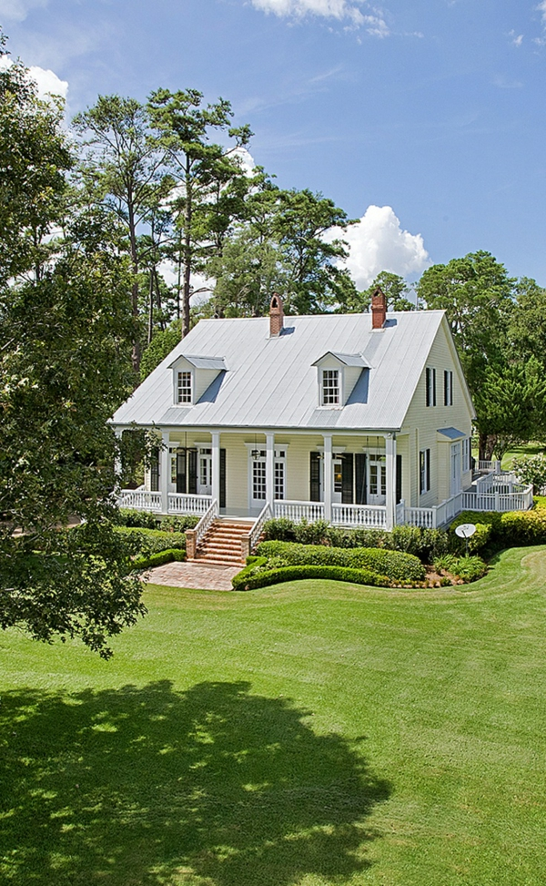amerikanische holzhäuser mit vorbau veranda bauen hausfassaden farben