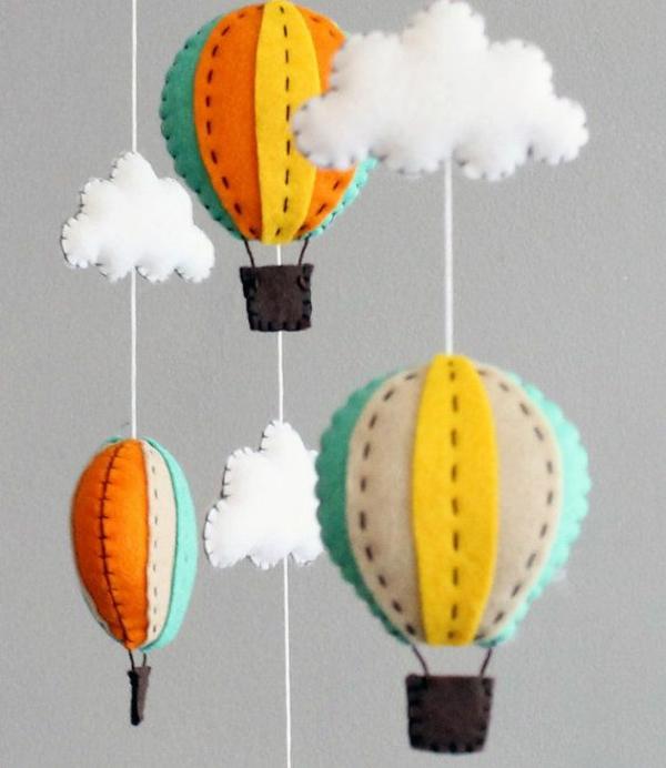 baby mobile selber basteln mobile babybett filz gasballons wolken