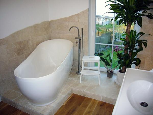 Badezimmergestaltung Badezimmerfliesen Badewanne
