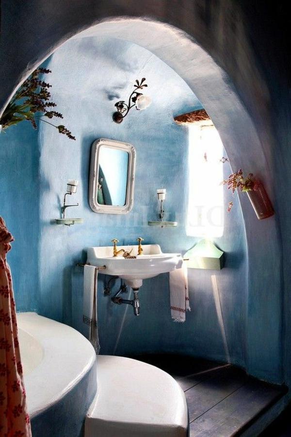 badezimmergestaltung badezimmerfliesen goldglänzende armaturen