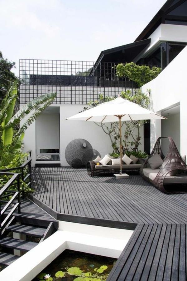 balkon dachterasse gestalten balkonpflanzen balkonmöbel rattan sonnenschirm