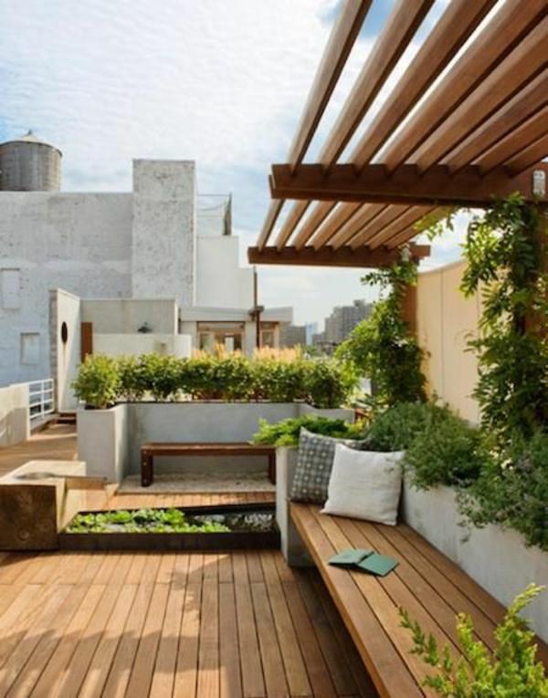 balkon holzmöbel balkonpflanzen dachterrasse gestalten
