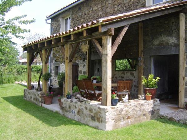 balkonideen stein balkonmöbel balkonpflanzen veranda terrassengestaltung ideen