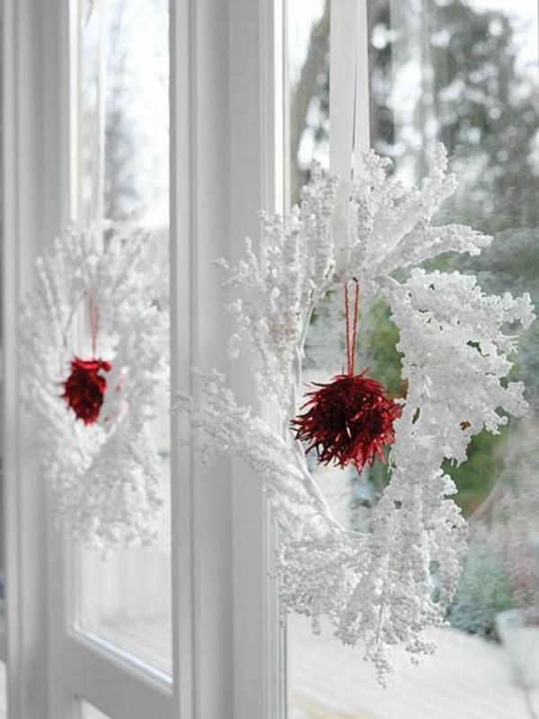 bastelideen für Fenster Weihnachtsdeko weiß kranz