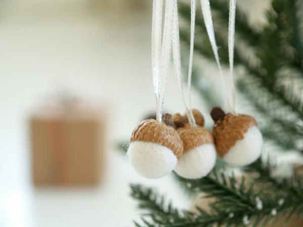 bastelideen weihnachten advent weihnachtsbastelei eichel filz watte