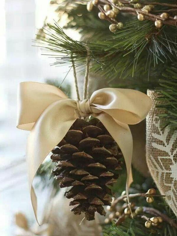 bastelideen weihnachten tannenzapfen schleife weihnachtsbastelleien