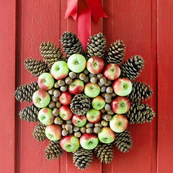bastelideen weihnachten türkranz äpfel nüsse zapfen