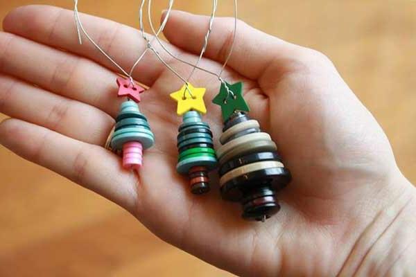 bastelideen zu weihnachten weihnachtsbäume sterne knöpfe