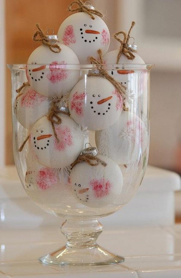 basteltipps weihnachten bastelideen schneemann glas bällchen