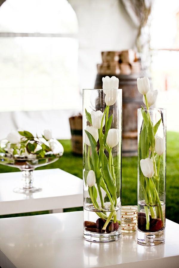 blumengestecke selber machen elegante tischdeko ideen weiße tulpen