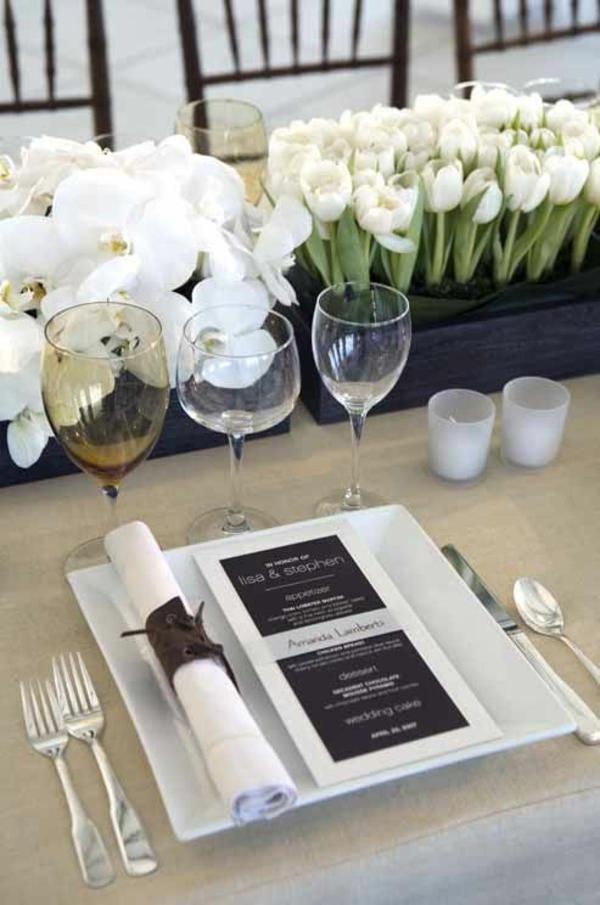 blumengestecke selber machen elegante tischdeko mit tulpen und weißen orchideen
