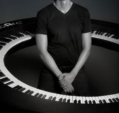 Das gro artige 360 klavier pianoarc vom lady gaga 39 s keyboarder - Klavier fliesen ...