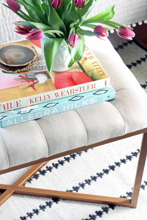 deko ideen mit tulpen in rosa wohnzimmer gestalten