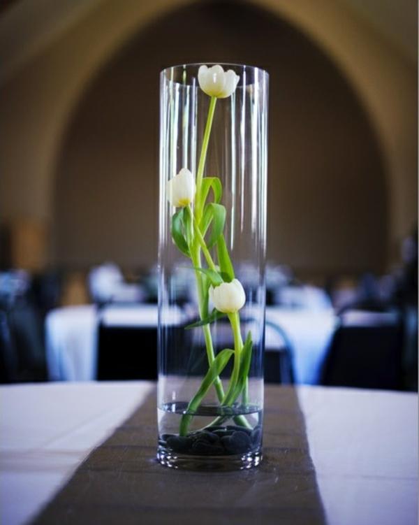elegante tischdeko ideen mit tulpen weiße tulpen in glas