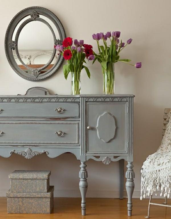 elegante tischdeko mit tulpen blumen schicke vintage möbel